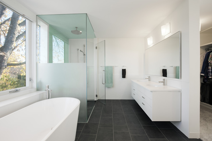 The Hambly House Minimalist style bathroom by dpai architecture inc Minimalist