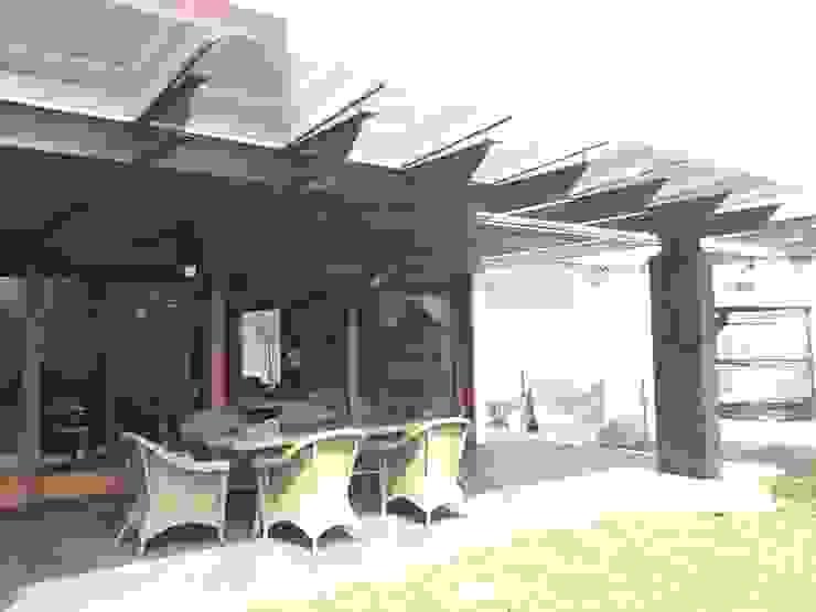 Industrialny balkon, taras i weranda od Taller Luis Esquinca Industrialny Matal