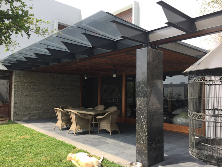 Moderner Balkon, Veranda & Terrasse von Taller Luis Esquinca Modern Metall