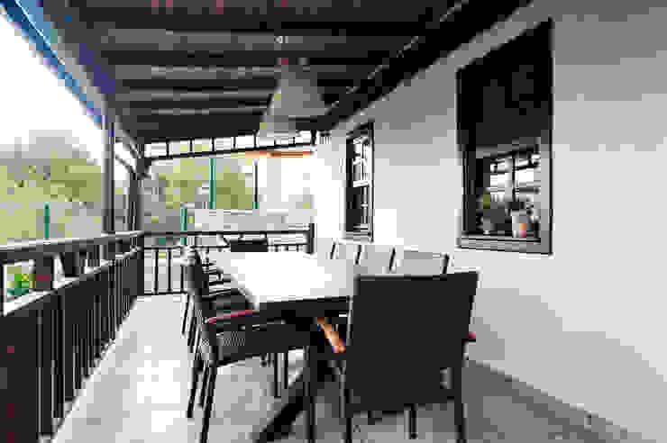 Bilgece Tasarım Modern style balcony, porch & terrace