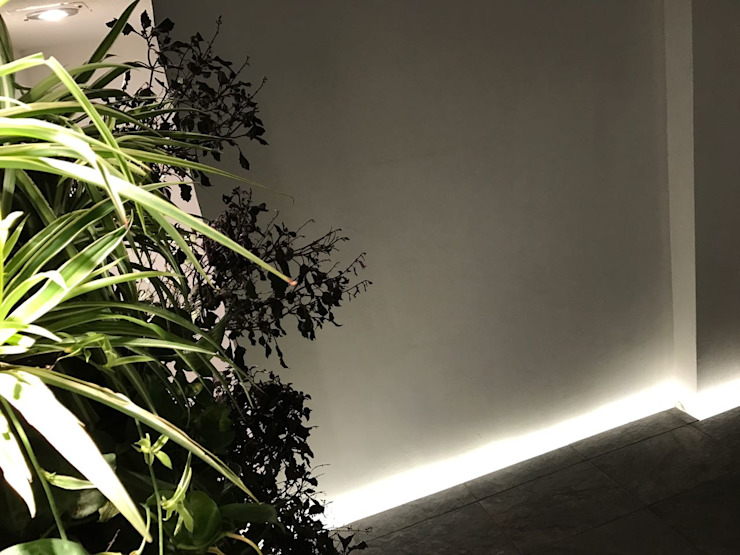 Vestíbulo <q>CK-09</q> Pasillos, vestíbulos y escaleras modernos de [GM+] Arquitectos Moderno