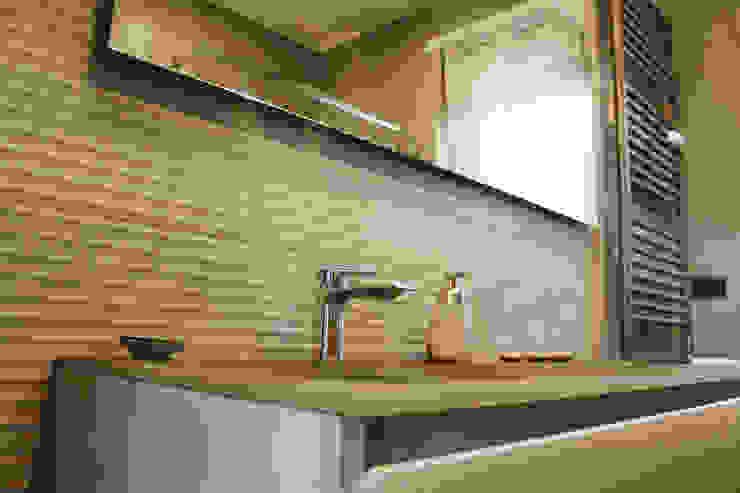 Salle de bain moderne par Studio 06 Moderne