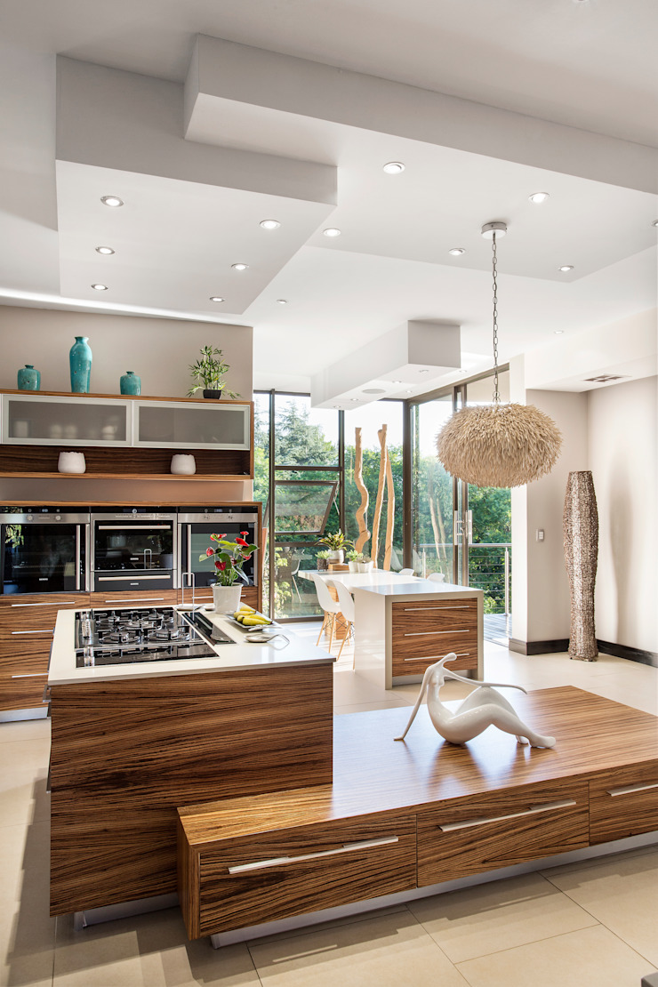 Richly detailed Modern kitchen by FRANCOIS MARAIS ARCHITECTS Modern
