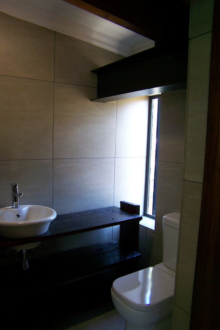 New House for Developer Modern bathroom by Human Voice Architects Modern