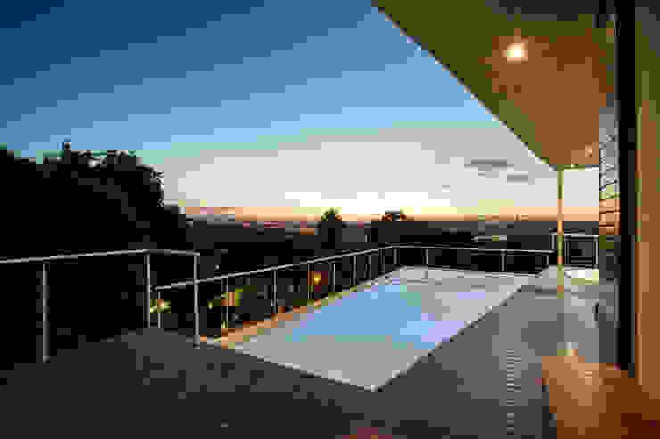 A dazzling horizon FRANCOIS MARAIS ARCHITECTS Modern pool