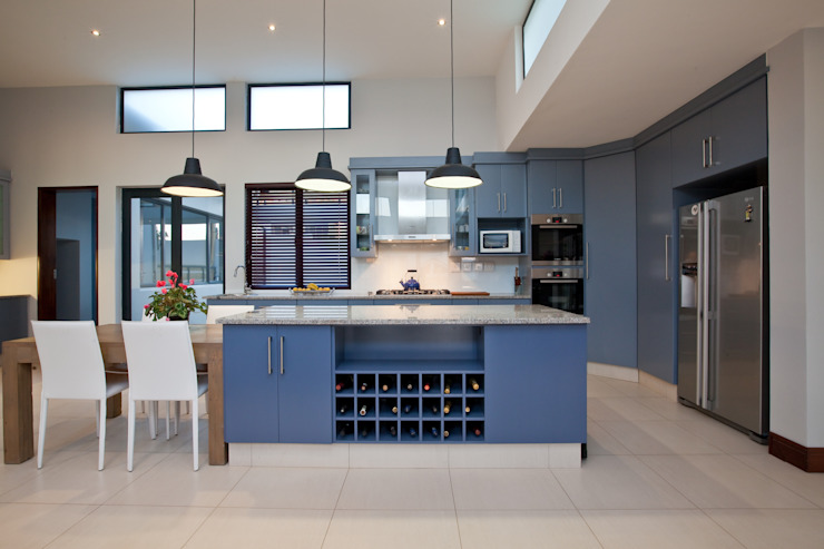 RESIDENCE 1111:  Kitchen by Architects Of Justice,