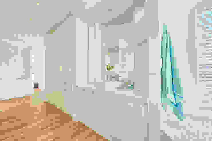 Casas de banho ecléticas por House Couture Interior Design Studio Eclético