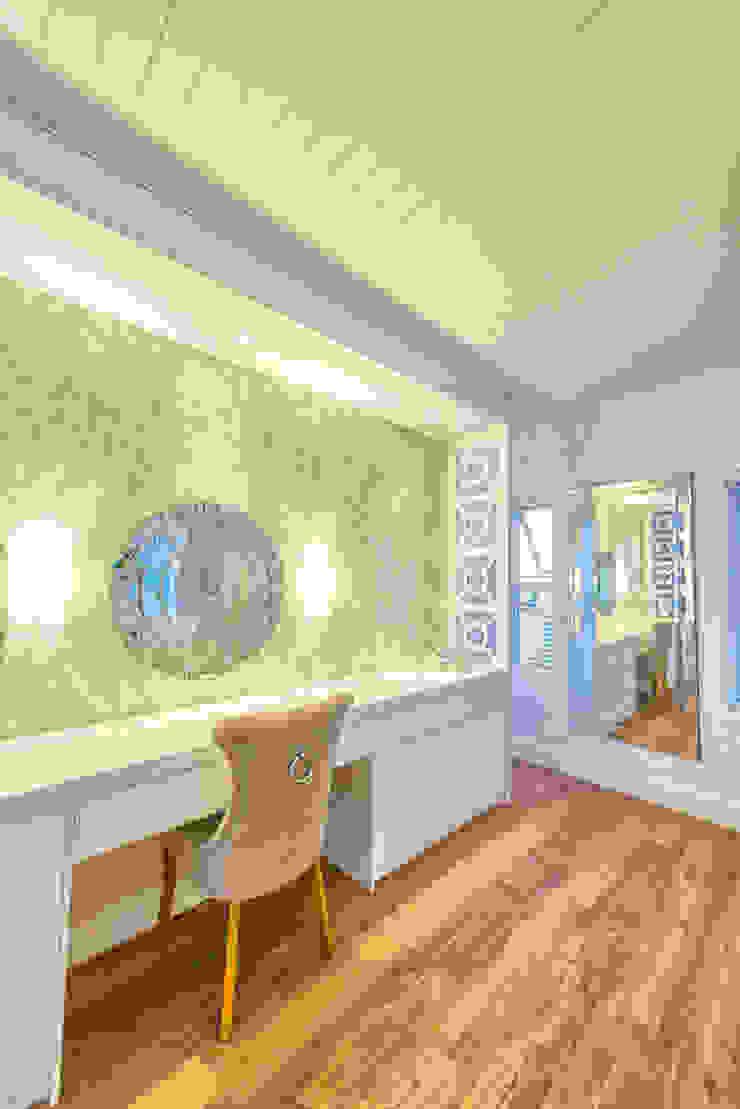 Closets ecléticos por House Couture Interior Design Studio Eclético