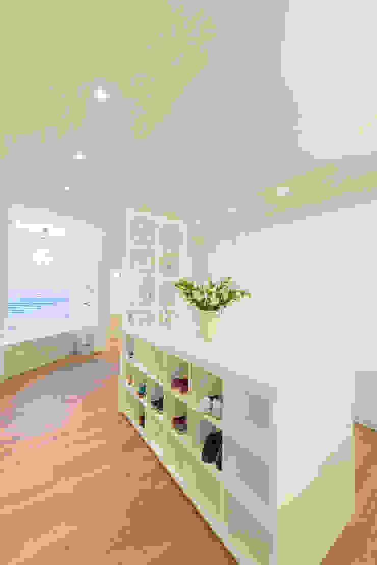 Vestidores de estilo ecléctico de House Couture Interior Design Studio Ecléctico