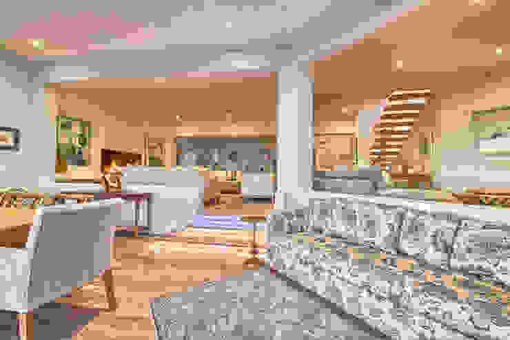Salas de estar ecléticas por House Couture Interior Design Studio Eclético