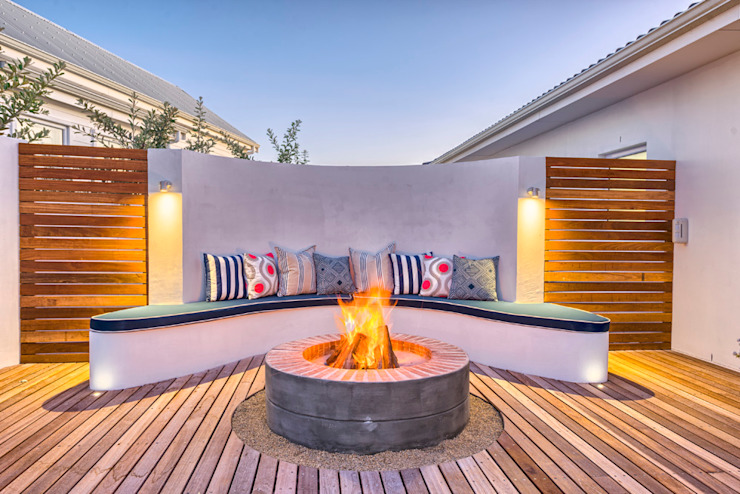 Atlantic Drive:  Patios by House Couture Interior Design Studio, Eclectic