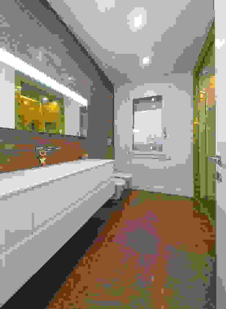 Minimalist style bathroom by SANSON ARCHITETTI Minimalist