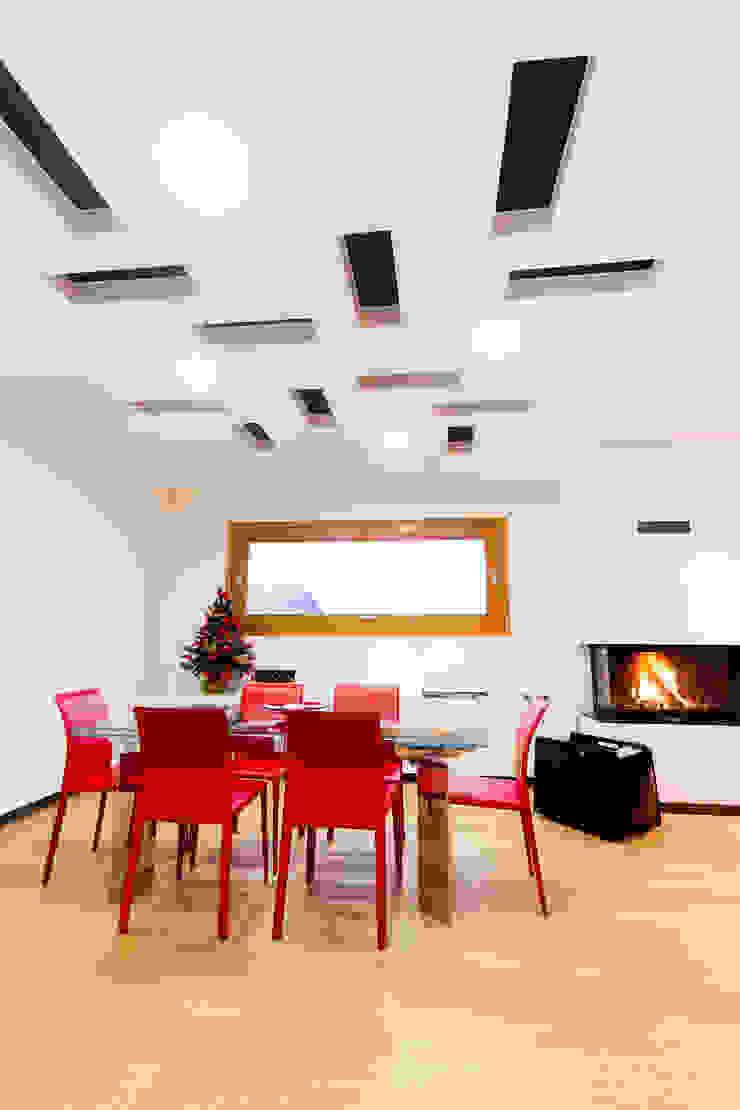 Modern Dining Room by SANSON ARCHITETTI Modern