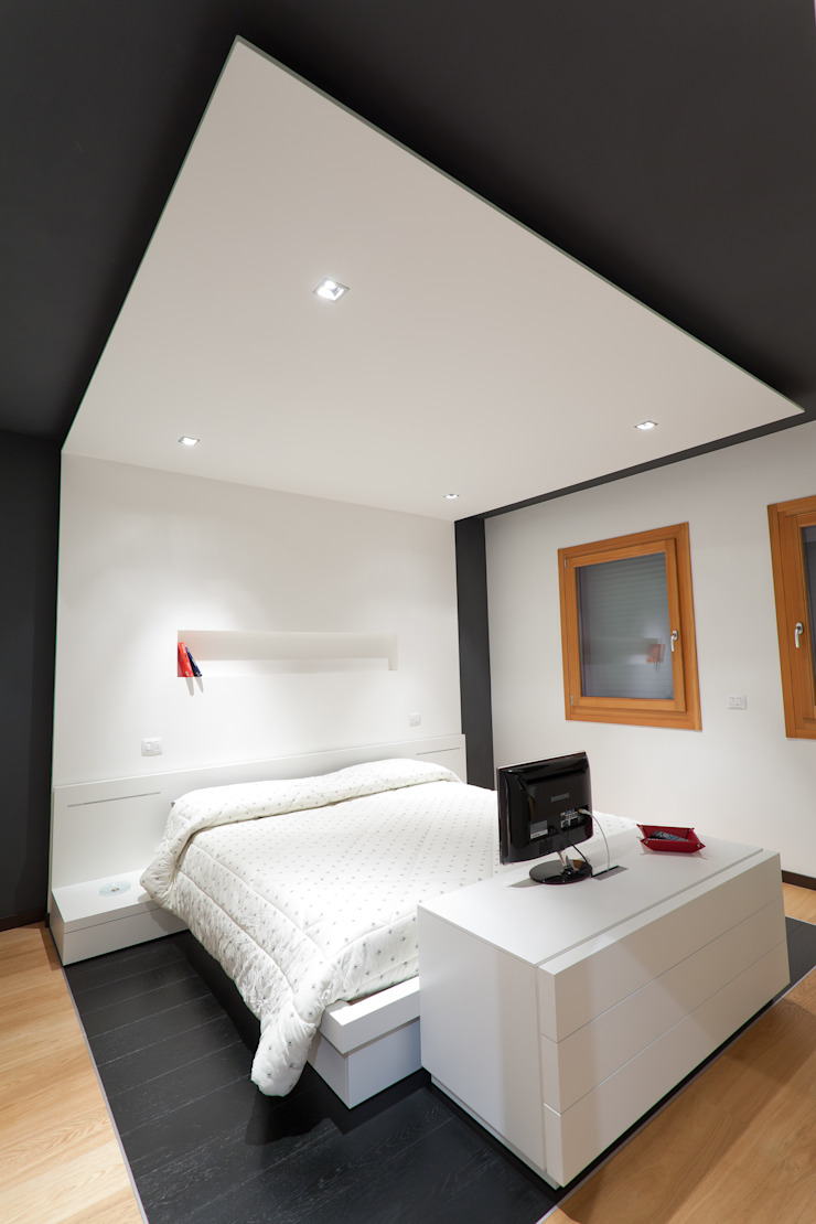 Modern Bedroom by SANSON ARCHITETTI Modern