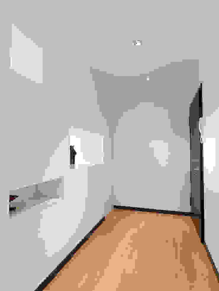 Modern Corridor, Hallway and Staircase by SANSON ARCHITETTI Modern