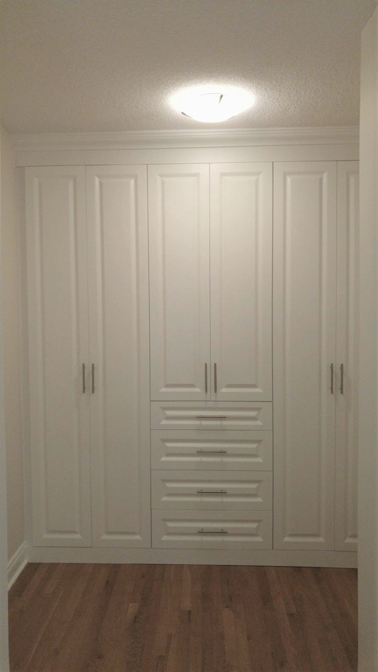 Ryczko closet Classic style bedroom by Space Age Custom Closets & Cabinetry Classic Wood Wood effect