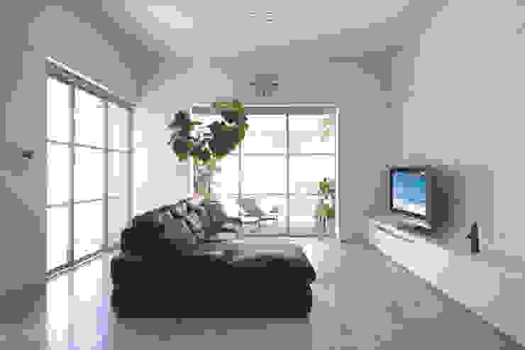 TWO TONE | 高級注文住宅 Mアーキテクツ|高級邸宅 豪邸 注文住宅 別荘建築 LUXURY HOUSES | M-architects モダンデザインの リビング 石 白色