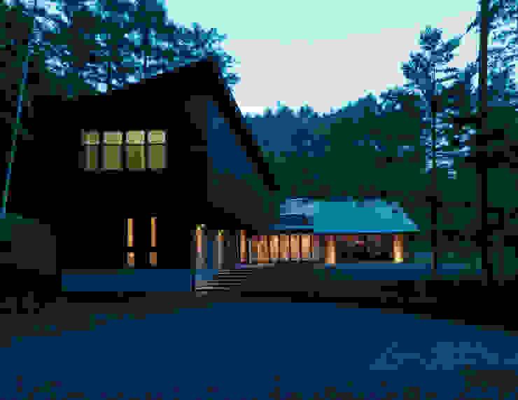 Casas modernas: Ideas, imágenes y decoración de Mアーキテクツ|高級邸宅 豪邸 注文住宅 別荘建築 LUXURY HOUSES | M-architects Moderno Madera Acabado en madera