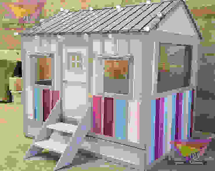 Hermosa casita con franjas de camas y literas infantiles kids world Clásico Derivados de madera Transparente