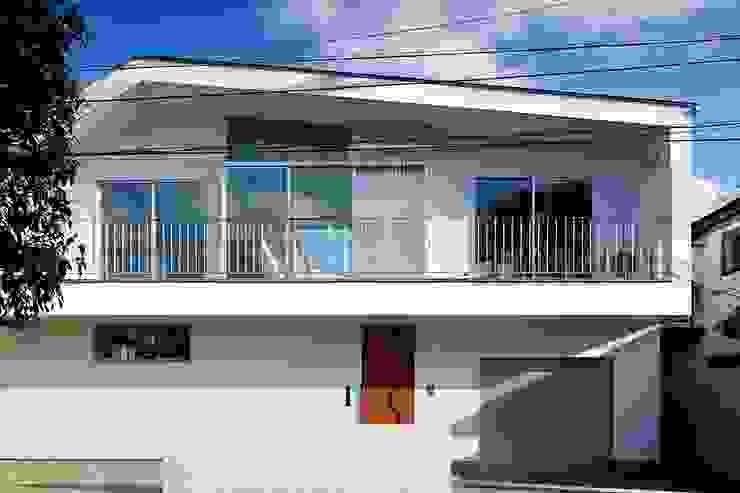「水と光のある暮らし」吉祥寺のプールハウス 外観 モダンな 家 の TAMAI ATELIER モダン
