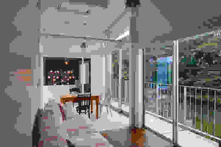 「水と光のある暮らし」吉祥寺のプールハウス コンサバトリー モダンな 家 の TAMAI ATELIER モダン
