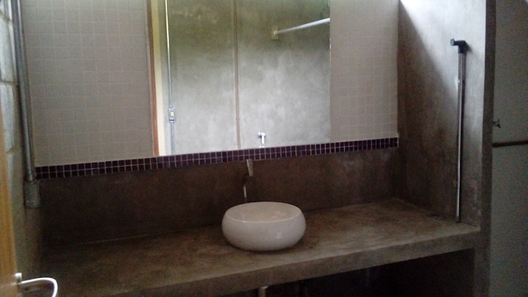 banheiro Banheiros industriais por Margareth Salles Industrial Concreto