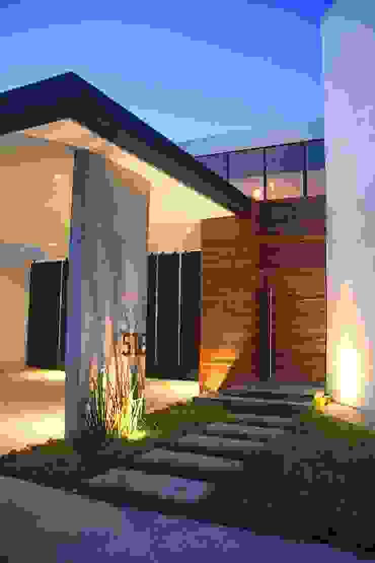 Acceso principal Casas industriales de Narda Davila arquitectura Industrial
