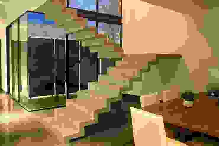Escalera concreto aparente Pasillos, vestíbulos y escaleras industriales de Narda Davila arquitectura Industrial