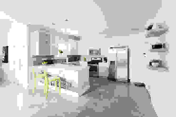 Modern kitchen by Brett Nicole Interiors Modern