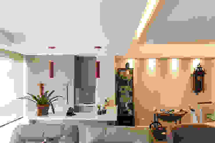 ECP | Estar Paredes e pisos minimalistas por Kali Arquitetura Minimalista