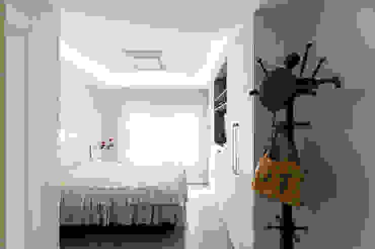 Bedroom by Kali Arquitetura, Minimalist
