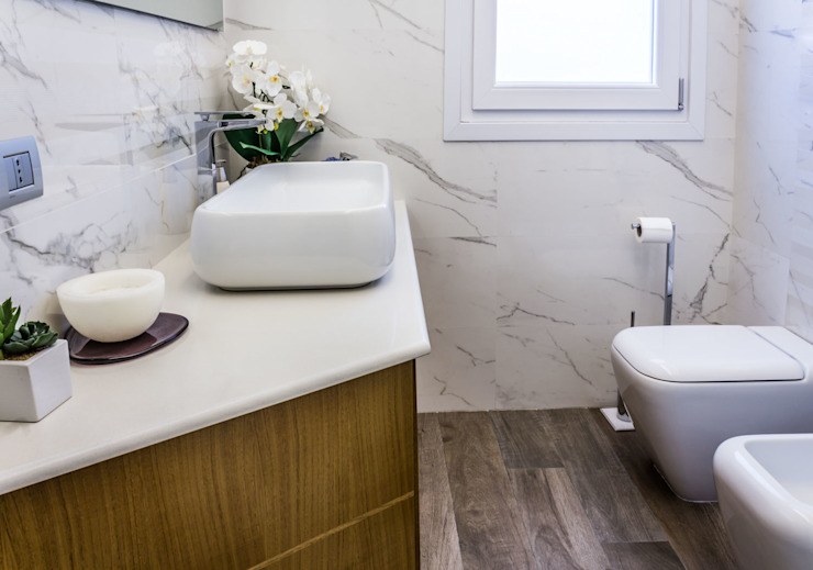 Modern style bathrooms by yesHome Modern