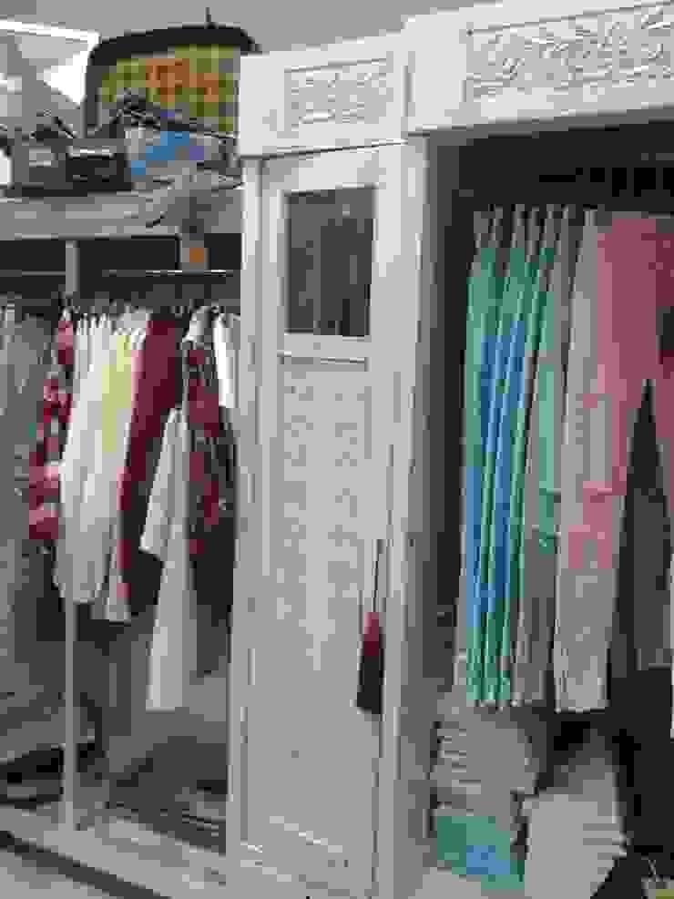 Industriale Geschäftsräume & Stores von Яна Васильева. дизайн-бюро ya.va Industrial Holz Holznachbildung