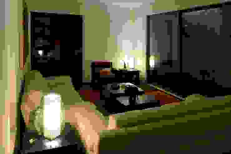 Casa Las Encinas 73, Coronel Livings de estilo minimalista de Sociedad Castillo Arquitectos Ltda. Minimalista Concreto reforzado