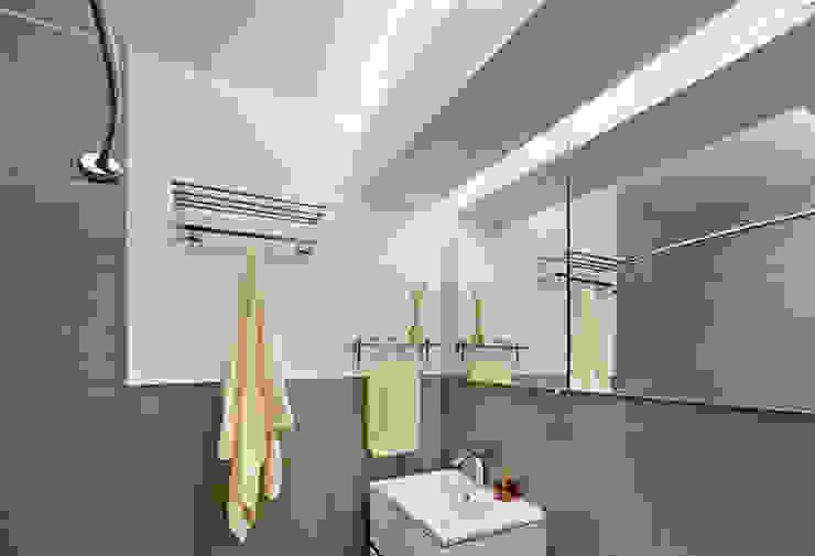 Multi generational familty unit Modern Bathroom by Rodriguez Studio Architecture PC Modern