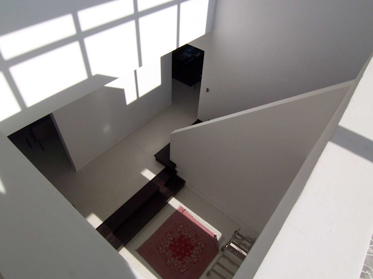 Modern Corridor, Hallway and Staircase by CIBA ARQUITECTURA Modern