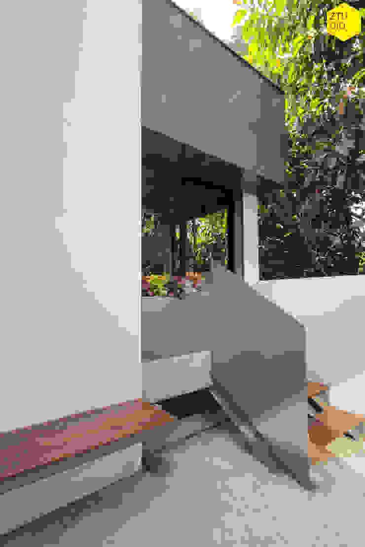 Terraza 2 Estudios y despachos minimalistas de ZTUDIO-ARQUITECTURA Minimalista Hierro/Acero
