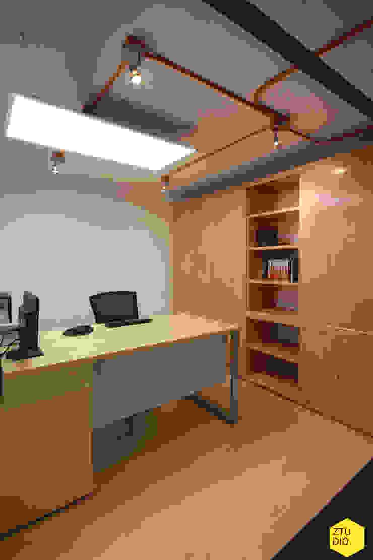 Módulo privado Abogados. Estudios y despachos minimalistas de ZTUDIO-ARQUITECTURA Minimalista Madera Acabado en madera