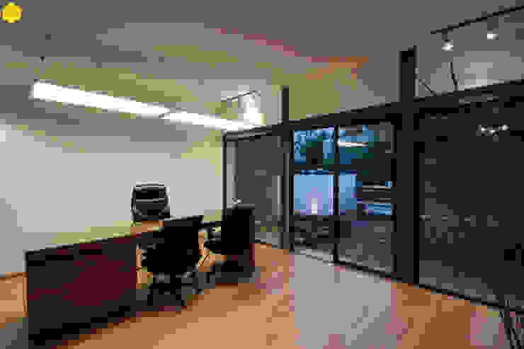 Privado Notario Estudios y despachos minimalistas de ZTUDIO-ARQUITECTURA Minimalista Madera Acabado en madera