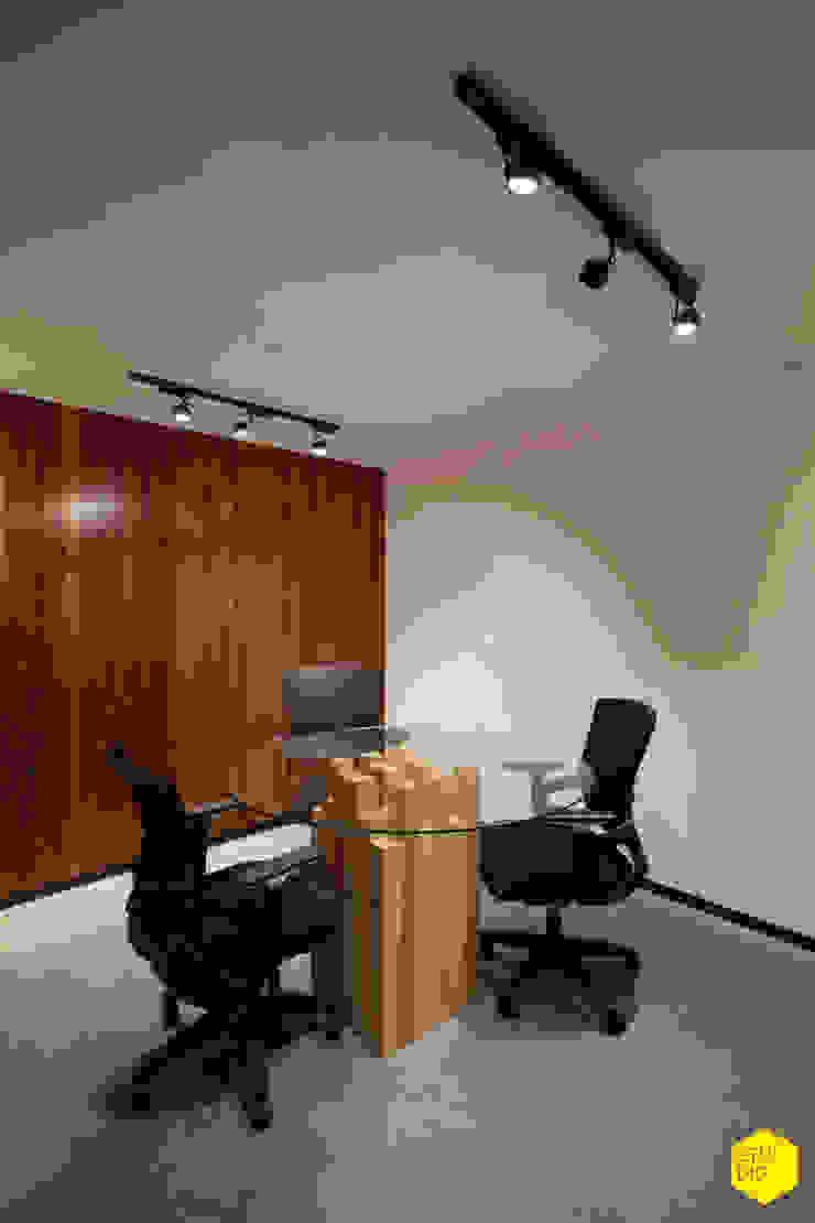 Sala de firmas Estudios y despachos minimalistas de ZTUDIO-ARQUITECTURA Minimalista Madera Acabado en madera