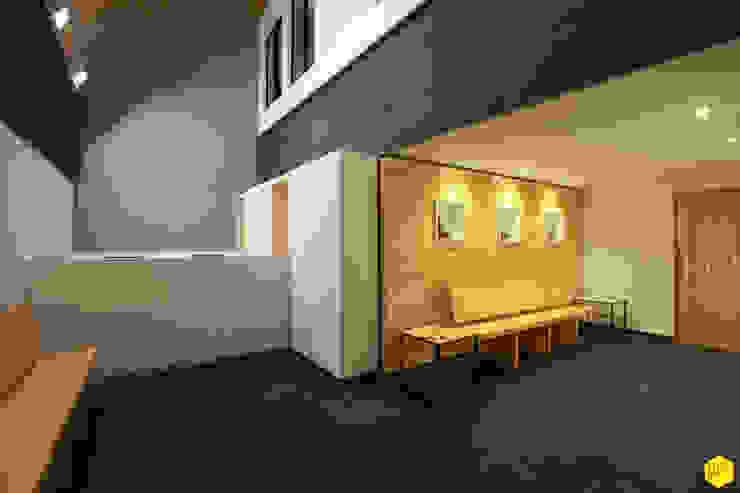 Recepeción Estudios y despachos minimalistas de ZTUDIO-ARQUITECTURA Minimalista Madera Acabado en madera
