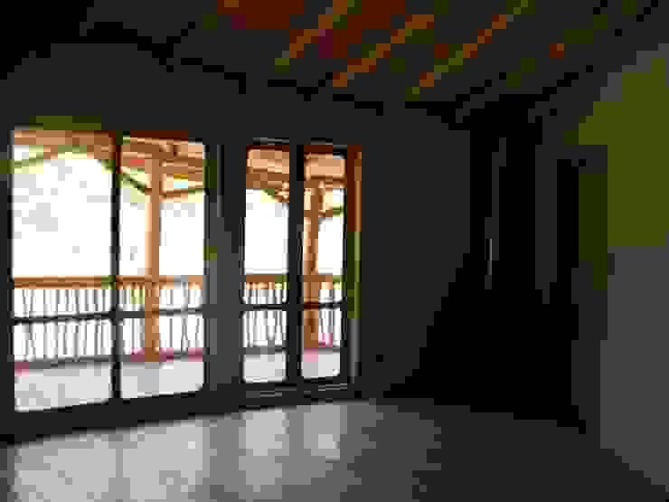 Casa Sol en Rari Dormitorios de estilo rústico de Secrea Rústico