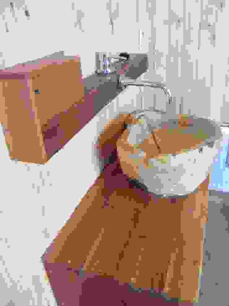 Casa Sol en Rari Baños de estilo rústico de Secrea Rústico