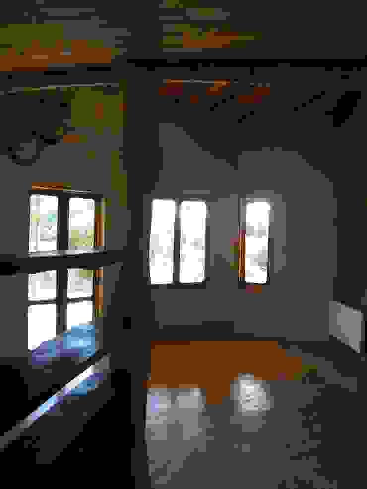 Casa Sol en Rari Livings de estilo rústico de Secrea Rústico