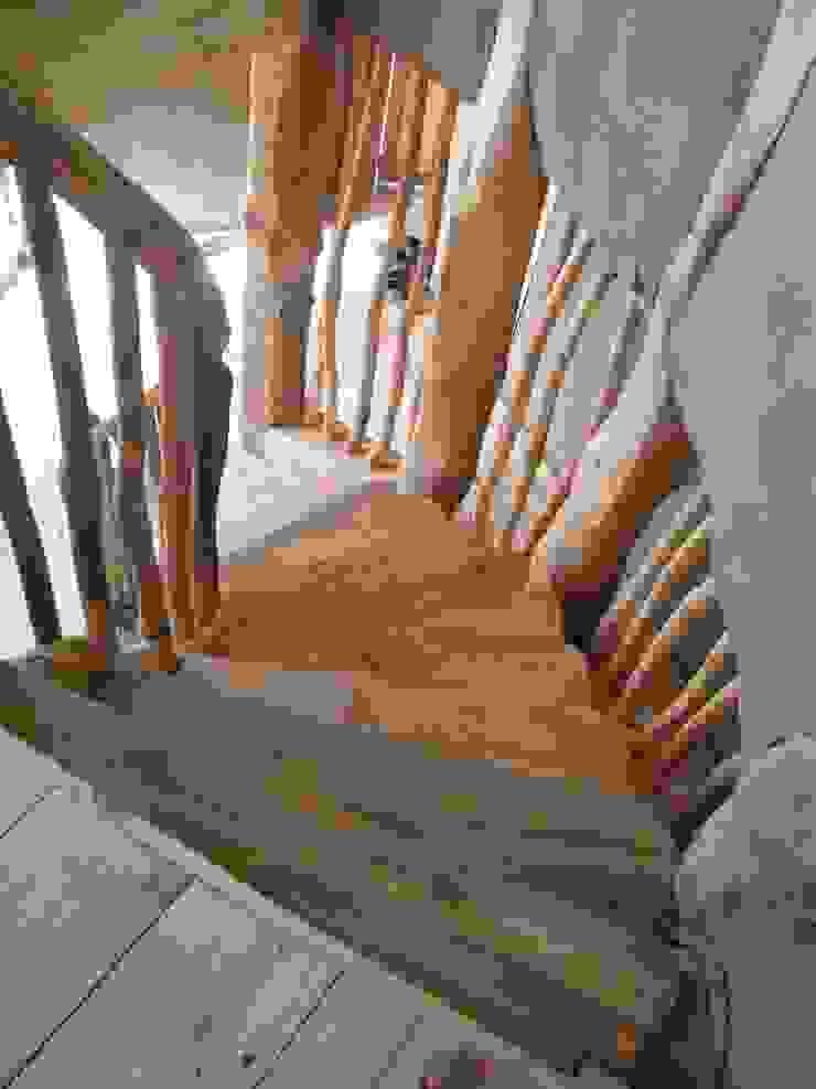 Casa Sol en Rari Pasillos, halls y escaleras rústicos de Secrea Rústico