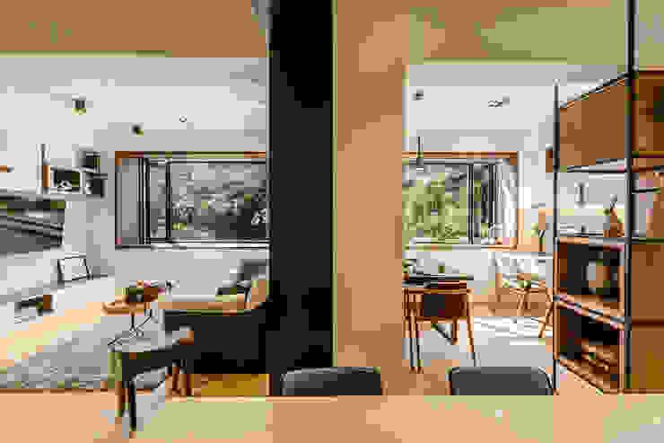 盛裝蓊鬱 现代客厅設計點子、靈感 & 圖片 根據 爾聲空間設計有限公司 現代風 木頭 Wood effect