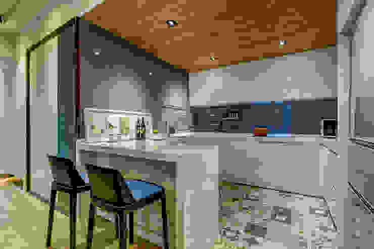 盛裝蓊鬱 現代廚房設計點子、靈感&圖片 根據 爾聲空間設計有限公司 現代風 磁磚