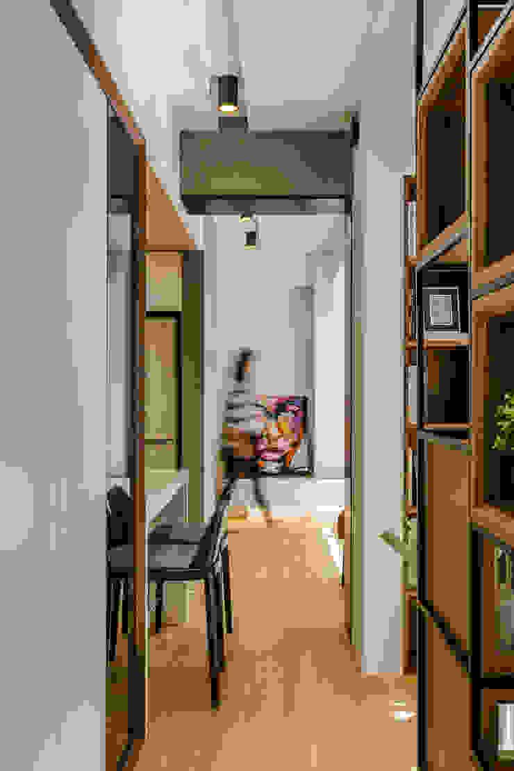 盛裝蓊鬱 現代風玄關、走廊與階梯 根據 爾聲空間設計有限公司 現代風 木頭 Wood effect