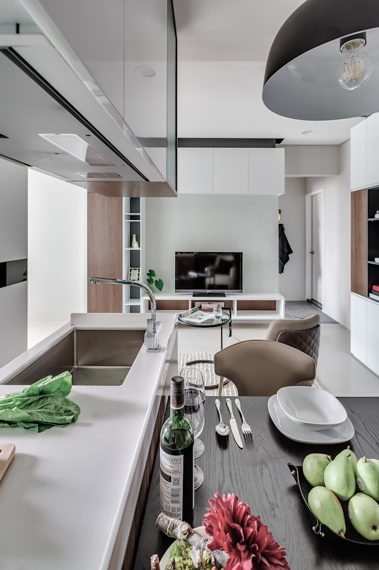 微型日光宅/C Residence Treasure Apartment 现代客厅設計點子、靈感 & 圖片 根據 爾聲空間設計有限公司 現代風
