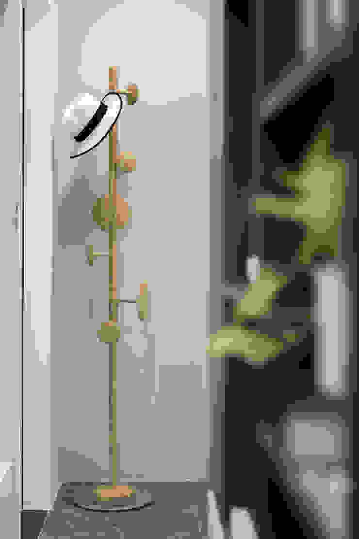 微型日光宅/C Residence Treasure Apartment 現代風玄關、走廊與階梯 根據 爾聲空間設計有限公司 現代風